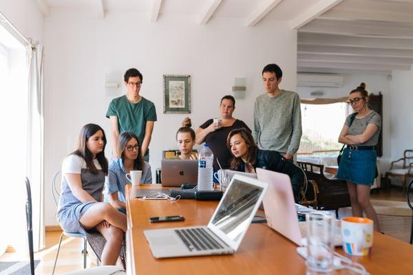 adults-brainstorming-desk-1595385