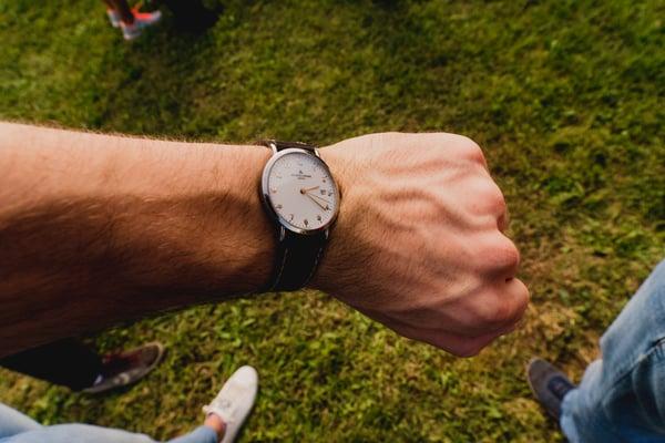 analog-watch-daylight-jewellery-1497531