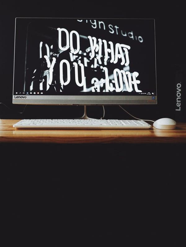 apple-mouse-blackboard-business-1772120